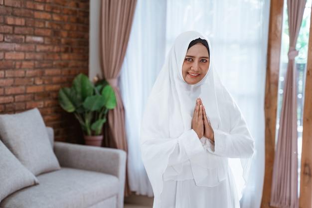 Muslimische pilgerin für hajj und umrah Premium Fotos