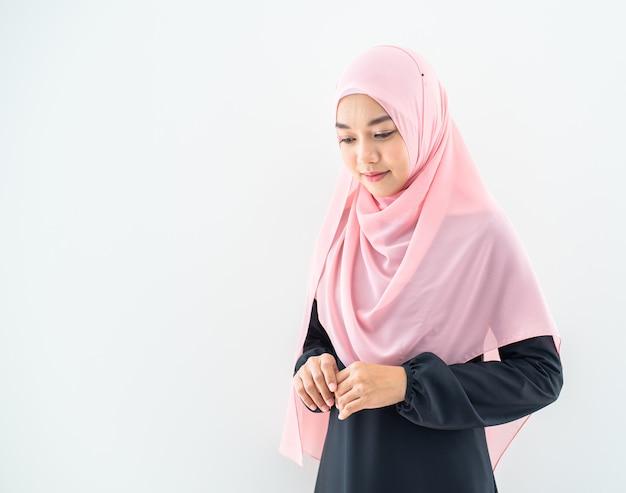 Muslimwomanportraithalf Premium Fotos
