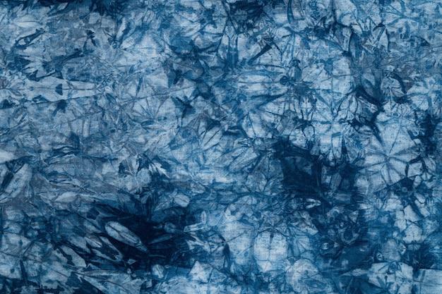 Muster der blauen farbe auf baumwolltuch, gefärbt indigo stoff hintergrund und texturiert Premium Fotos