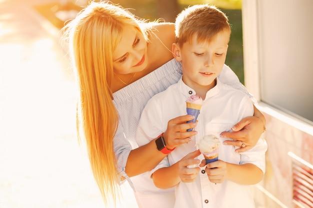 Mutter mit kindern | Kostenlose Foto