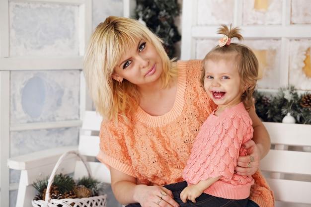 Mutter und tochter auf der veranda Premium Fotos