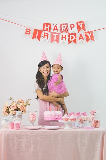 Mutter und tochter feiern geburtstag Premium Fotos
