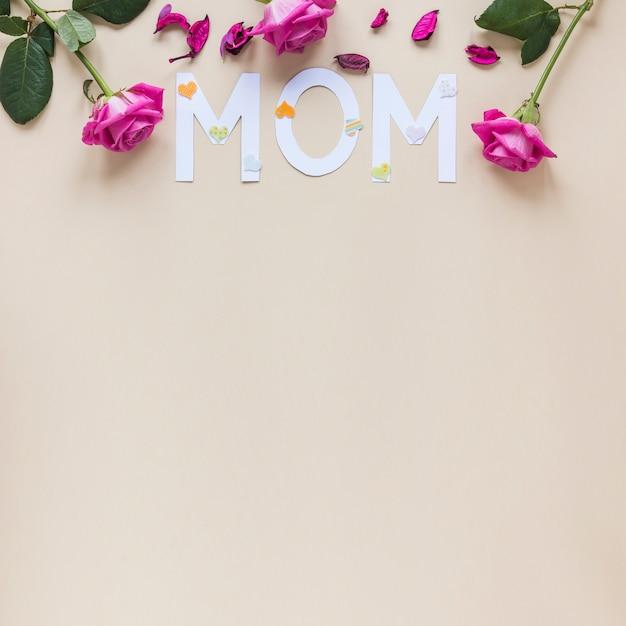 Mutteraufschrift mit rosen auf tabelle Kostenlose Fotos