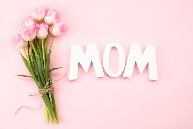 Mutteraufschrift mit tulpenblumenstrauß Kostenlose Fotos