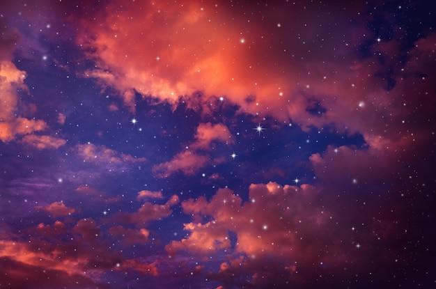 Nacht mit sternen. Premium Fotos