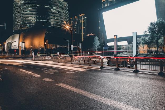 Nachtansicht der städtischen architektur in lujiazui, shanghai Premium Fotos