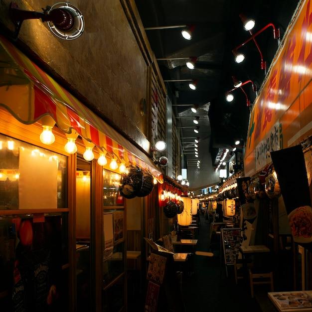Nachtansicht des traditionellen japanischen food court Kostenlose Fotos