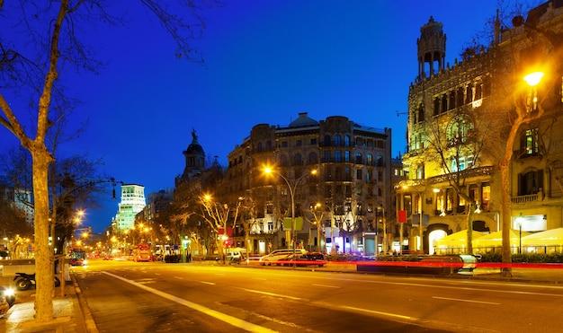 Nachtansicht von passeig de gracia in barcelona, katalonien Kostenlose Fotos