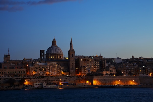 Nachtansicht von valletta Kostenlose Fotos