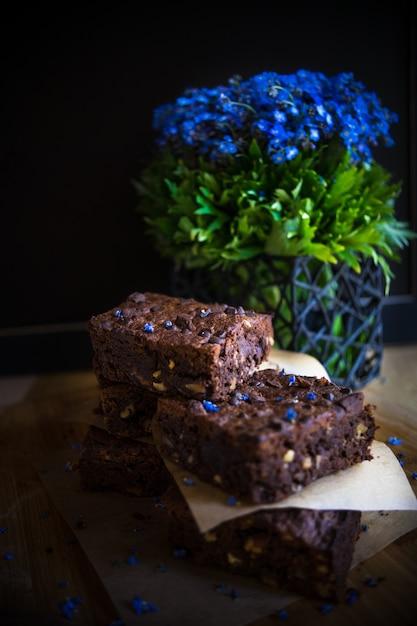Nachtischkonzept auf dunkler tabelle Premium Fotos