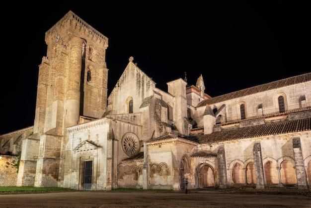 Nachtszene von monasterio de las huelgas Premium Fotos