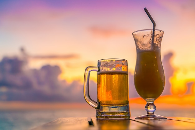 Nahaufnahme alkohol kalten sonnigen getränk Kostenlose Fotos