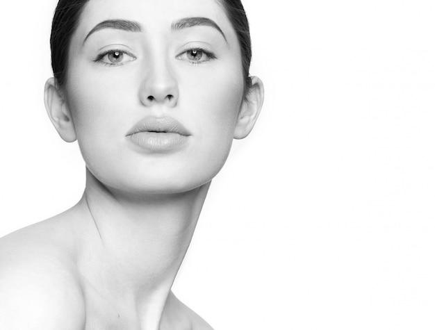 Nahaufnahme der attraktiven jungen frau ohne make-up Kostenlose Fotos