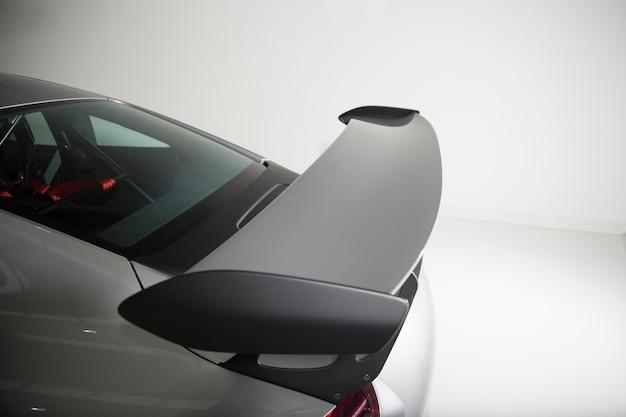 Nahaufnahme der außendetails eines modernen grauen autos Kostenlose Fotos