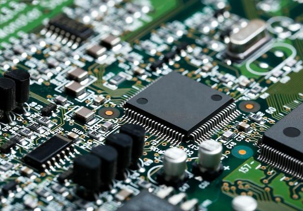Nahaufnahme der elektronischen Leiterplatte mit CPU-Mikrochip ...