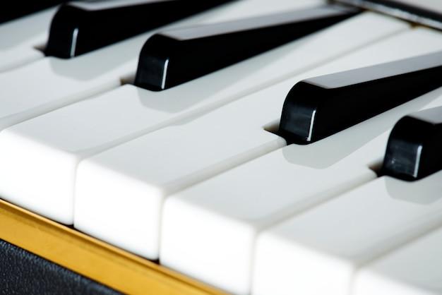 Nahaufnahme der klaviertastatur Kostenlose Fotos