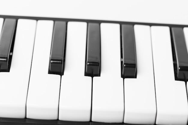 Nahaufnahme der klaviertastatur Premium Fotos