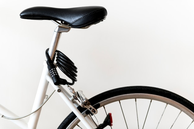 Nahaufnahme der mountainbike lokalisiert auf weißem hintergrund Kostenlose Fotos