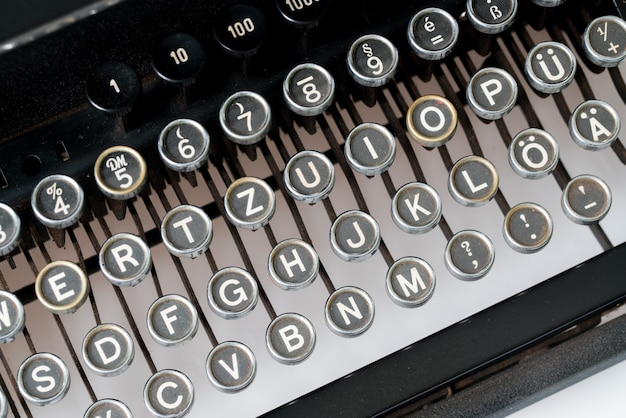 Nahaufnahme der retro-stil schreibmaschine Premium Fotos
