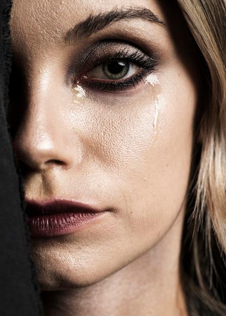 Nahaufnahme der schreienden frau mit make-up Kostenlose Fotos