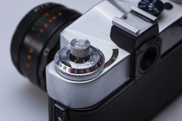 Nahaufnahme des alten retro-filmkameraobjektivs Kostenlose Fotos