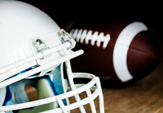 Nahaufnahme des amerikanischen football-helms Kostenlose Fotos