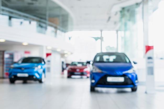 Nahaufnahme des autos im autohaus Kostenlose Fotos