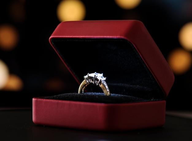 Nahaufnahme des diamantringes Kostenlose Fotos