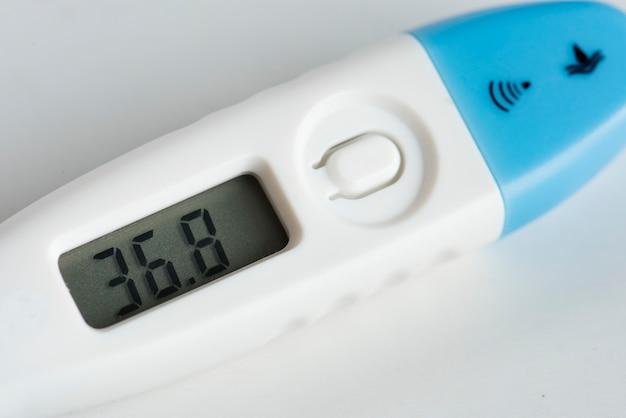 Nahaufnahme des digitalen thermometers Kostenlose Fotos