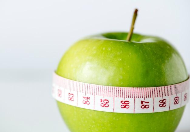 Nahaufnahme des konzeptes der gesunden diät und des gewichtsverlustes Kostenlose Fotos