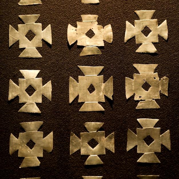 Nahaufnahme des musters auf der wand eines museums, museo de arte precolombino, cuzco, peru Premium Fotos