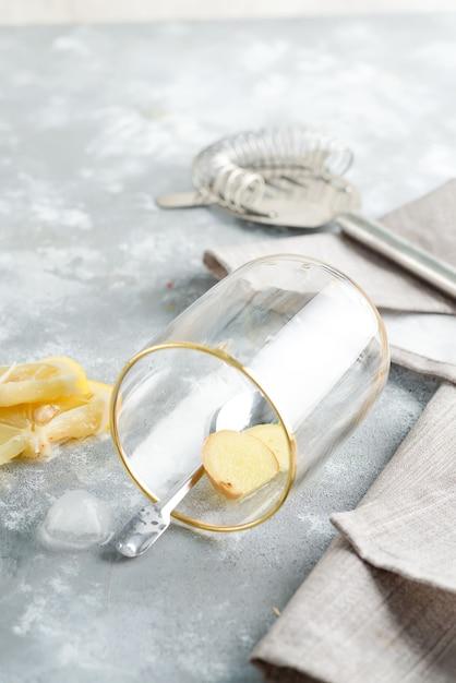 Nahaufnahme einer gesunden zutat für ingwer-, zitronen- und honigtee Premium Fotos