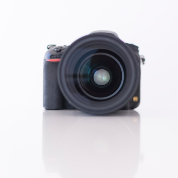 Nahaufnahme einer modernen digitalen dslr-kamera Kostenlose Fotos