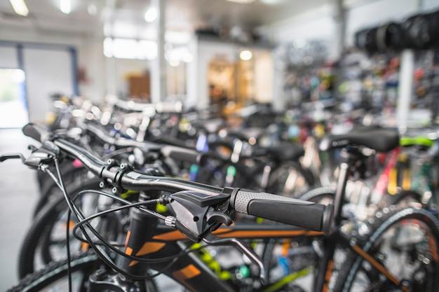 Nahaufnahme eines fahrrades im shop Premium Fotos