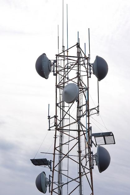 Nahaufnahme eines kommunikationsturms Kostenlose Fotos