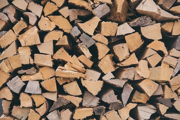 Nahaufnahme eines stapels von brennholz Kostenlose Fotos
