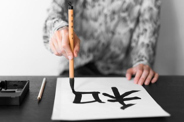 Nahaufnahme handmalerei mit einem pinsel Kostenlose Fotos