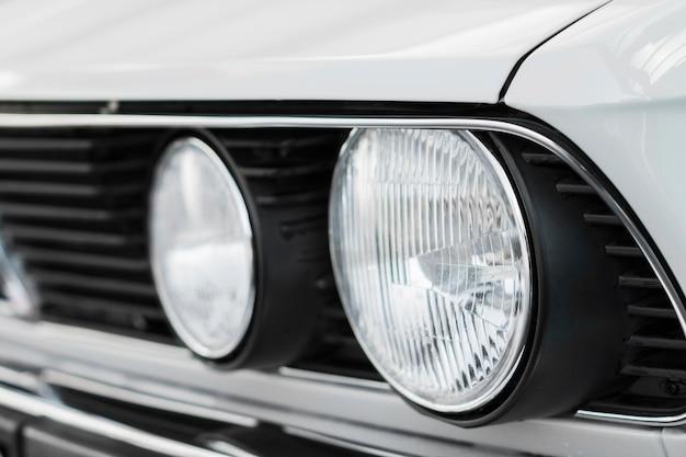 Nahaufnahme sauberes altes weißes auto Premium Fotos