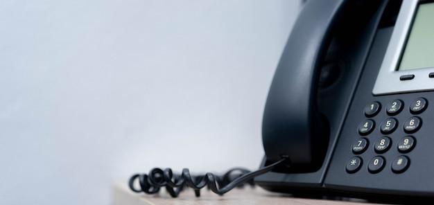 Nahaufnahme telefon voip festnetz im büro für business und telekommunikationstechnologie konzept Premium Fotos