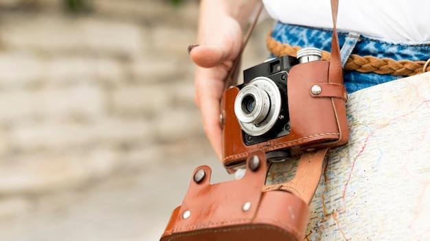 Nahaufnahme-tourist mit fotokamera Kostenlose Fotos