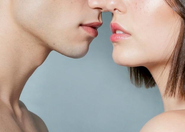 Nahaufnahme von den fast küssenden paaren Kostenlose Fotos