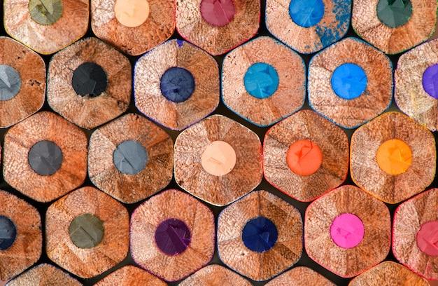 Nahaufnahme von farbstiften, schulmaterial Premium Fotos