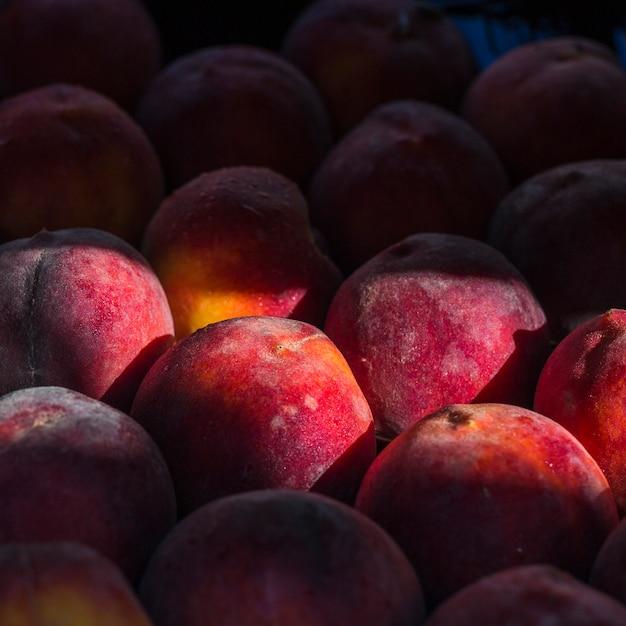 Nahaufnahme von frischen ganzen reifen pfirsichen Kostenlose Fotos