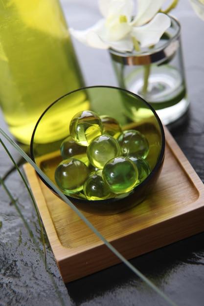 Nahaufnahme von grünen badperlen Premium Fotos
