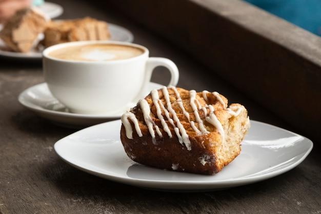 Nahaufnahme von kaffee und nachtisch Kostenlose Fotos