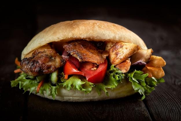 Nahaufnahme von kebab sandwich Premium Fotos
