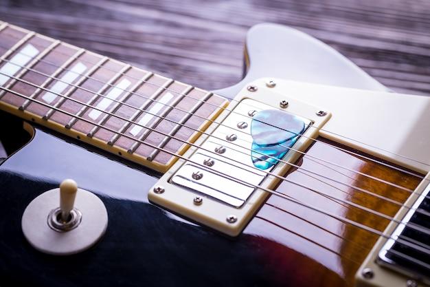 Nahaufnahme von musik gitarre Premium Fotos