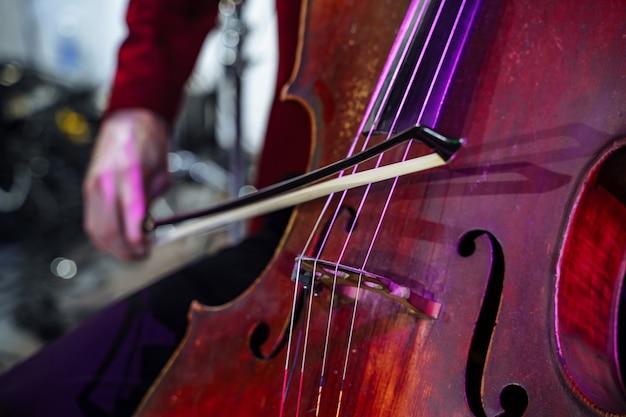 Nahaufnahme von musikinstrument cello Premium Fotos