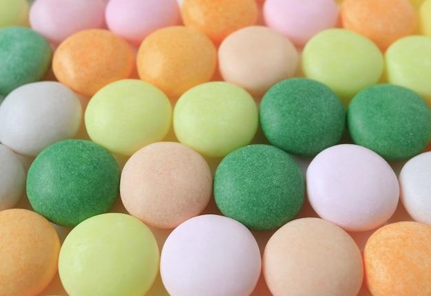 Nahaufnahme von pastell farbigen runden süßigkeiten für hintergrund, beschaffenheit Premium Fotos