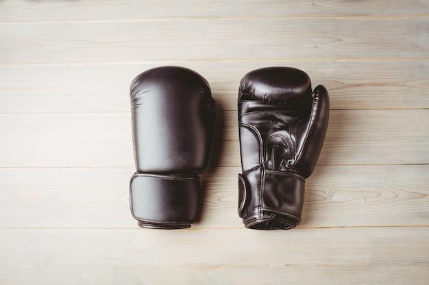 Nahaufnahme von schwarzen boxhandschuhen Premium Fotos
